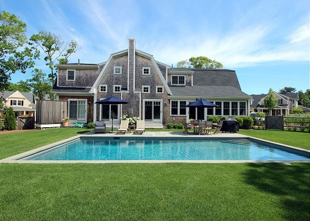 Luxury In-town Home with Pool, casa vacanza a New Bedford