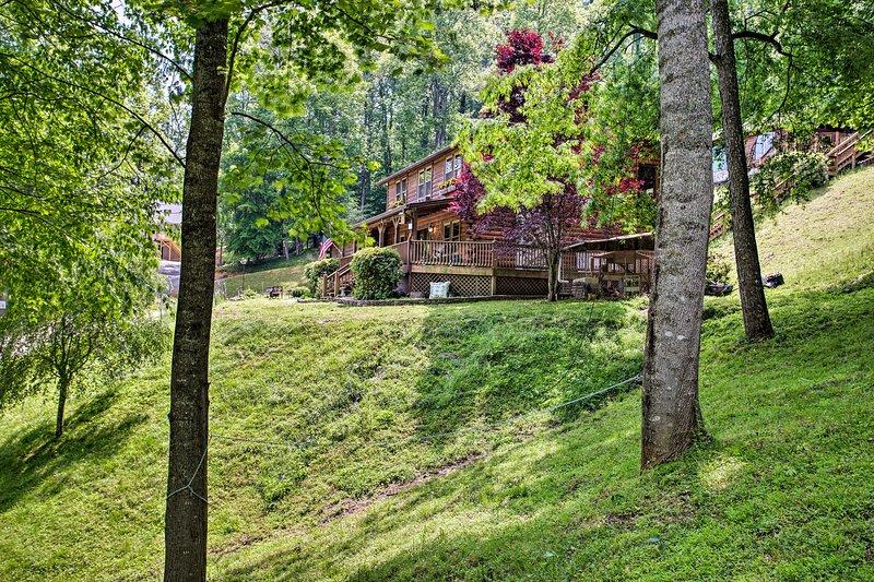 Encaramado en 26 acres de exuberante vegetación, tendrás mucha paz y tranquilidad.