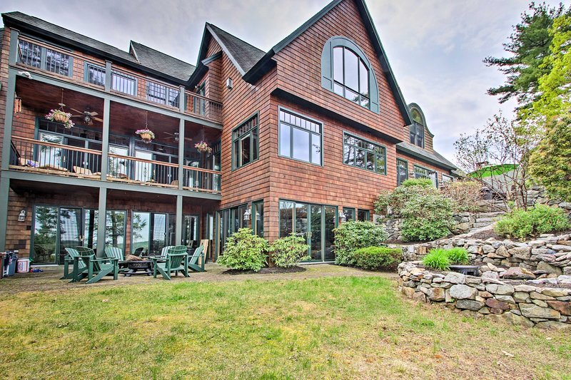 Lakefront Alton Bay Home w/Movie Theater+Dock, holiday rental in Alton Bay