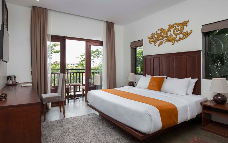 Deluxe Double with Balcony-Free Round Trip Transfer, holiday rental in Svay Dangkum