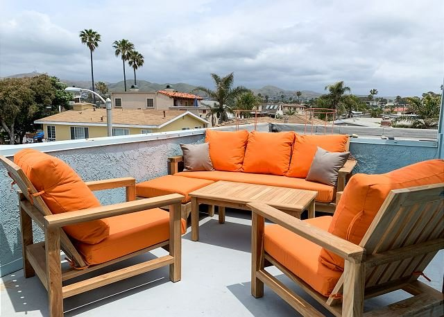 Beachside Beauty w/ Ocean-View Balcony - Walk to Beach, Restaurants &  Shops, vacation rental in Ventura