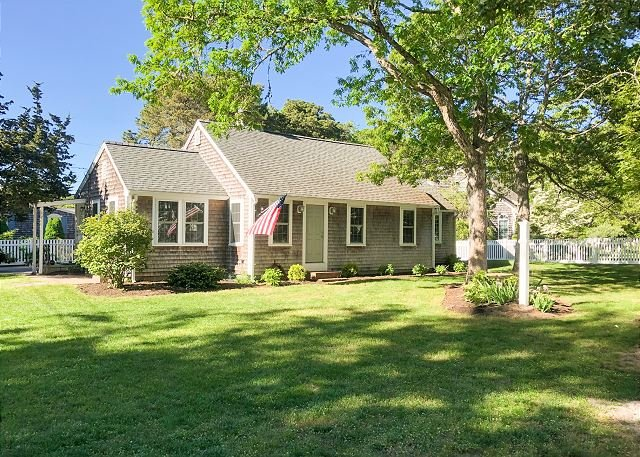 Remodeled Beach Haven w/ New Gourmet Kitchen – Walk 7 Minutes to Beach!, vacation rental in Harwich Port