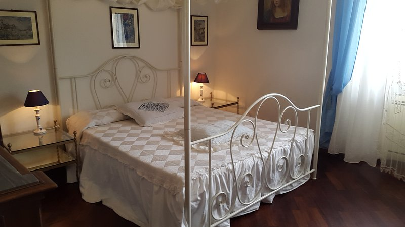 Bedroom Giulia in Tuscany Villa Bagnoro, holiday rental in Santa Firmina