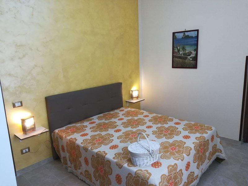 Al Profumo di Zagare (camera con bagno privato), holiday rental in Locogrande