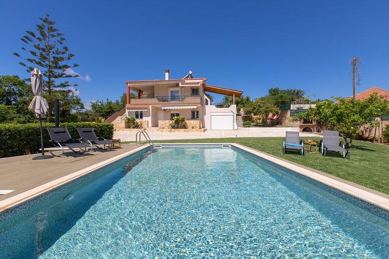 Villa Apella ★ Pool ★ Garden ★ 8 guests, casa vacanza a Astrikas
