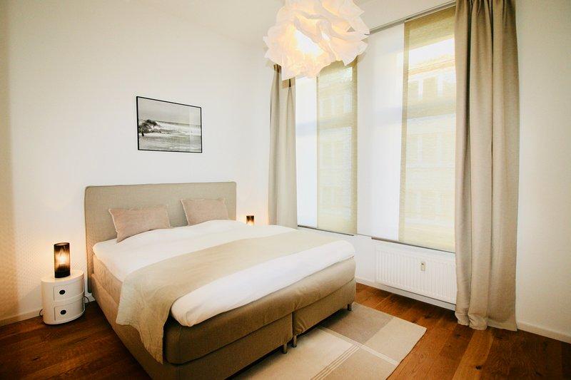 Wunderschöne 2 Zimmer- Altbauwohnung, holiday rental in Düsseldorf