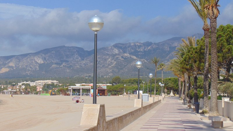 0035- Hermoso estudio a estrenar, terraza con vista al mar, vakantiewoning in L'Hospitalet de l'Infant