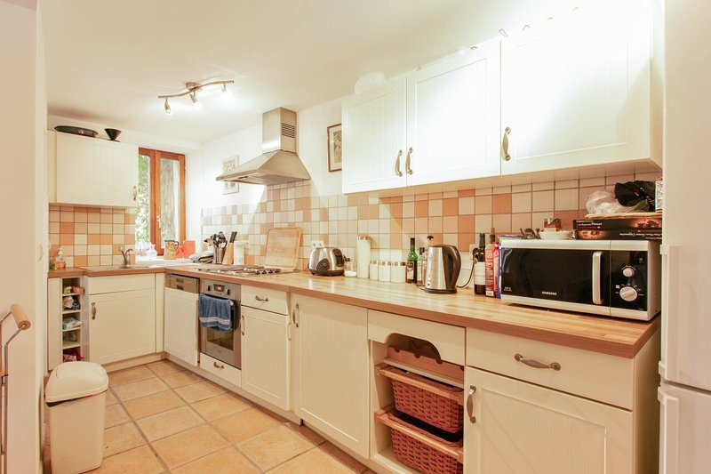 Beautiful 2-Bed House in Marseillan, location de vacances à Florensac