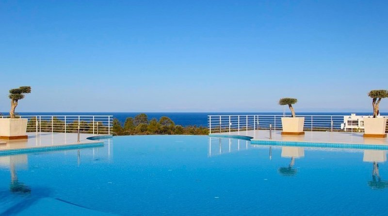Stunning Sea View 2 bed Penthouse with AC sleeps 6, holiday rental in Alevkaya