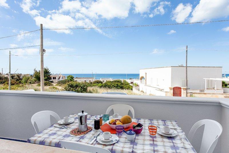 Appartamento vista mare climatizzato Ionio m602, alquiler vacacional en Marina di Pescoluse
