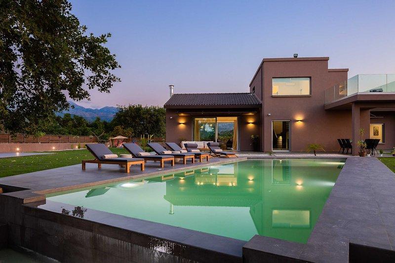 Villa Fuerte | Luxury, heated pool, playground for kids, alquiler vacacional en Zourva