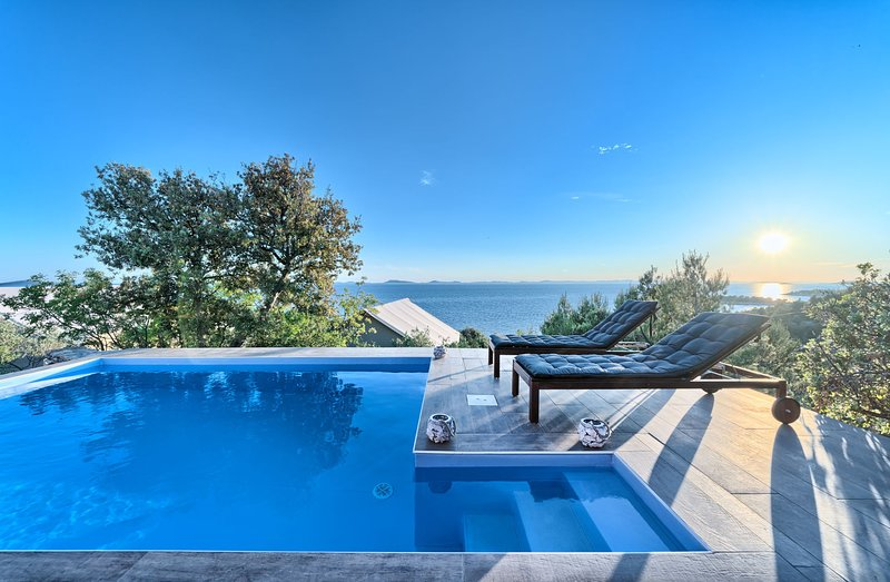 Luxury Bungalow New Horizons II, holiday rental in Murter
