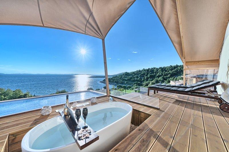 Luxury Glamp New Horizons I, holiday rental in Murter