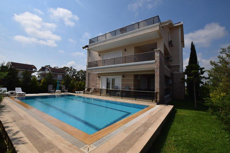 Extra Large Seven Bedroom Villa Shato, vacation rental in Belek
