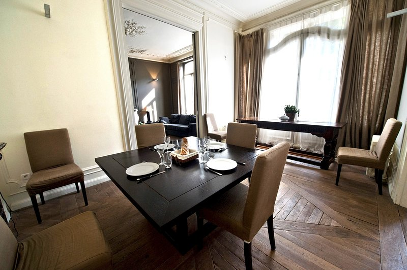 Vieux Lille, elegant and furnished flat by LOVELYDAYS, vacation rental in Mouvaux