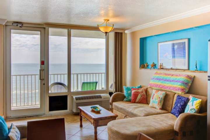 We welcome you to this cheery direct ocean-front 2 bedroom / 2 bath unit!