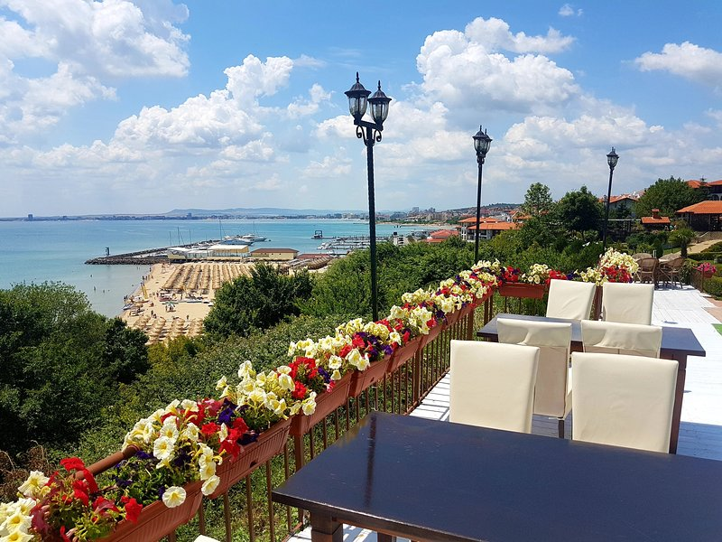 Dolce Vita Penthouse - 25% Early Booking Discount, vacation rental in Sveti Vlas