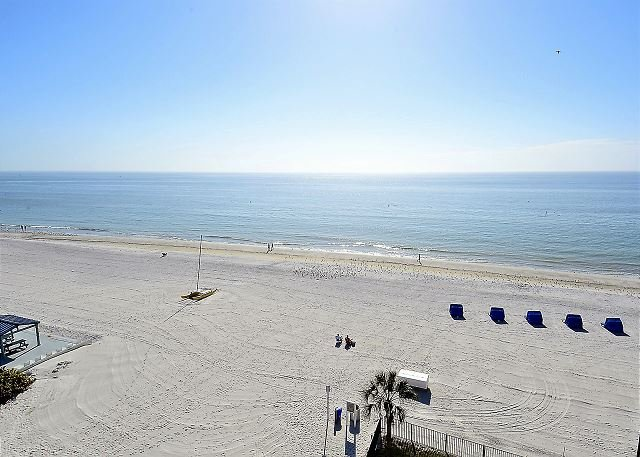 Emerald Isle 601 TOP FLOOR with stunning Beach View/Bright South Corner!!, vacation rental in Tampa