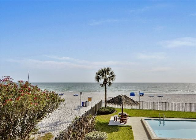 Emerald Isle 101 Beautiful UPDATES!/Direct Beachfront/SUNSETS each night!!, vacation rental in Tampa