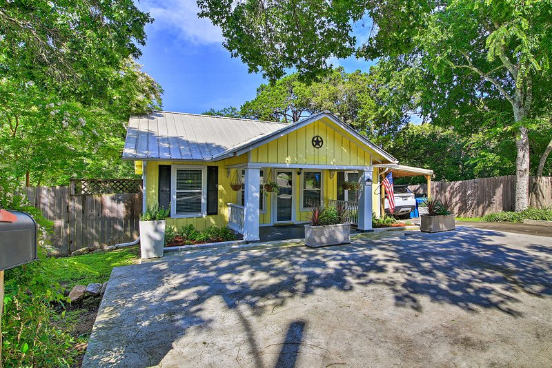 Book your cheerful Kerrville escape to this 2-bed, 2-bath vacation rental home!