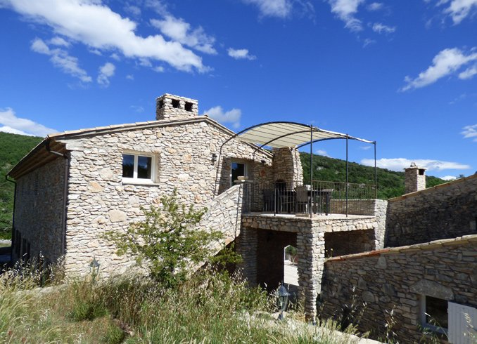 Amazing villa with shared pool, vacation rental in Oppedette