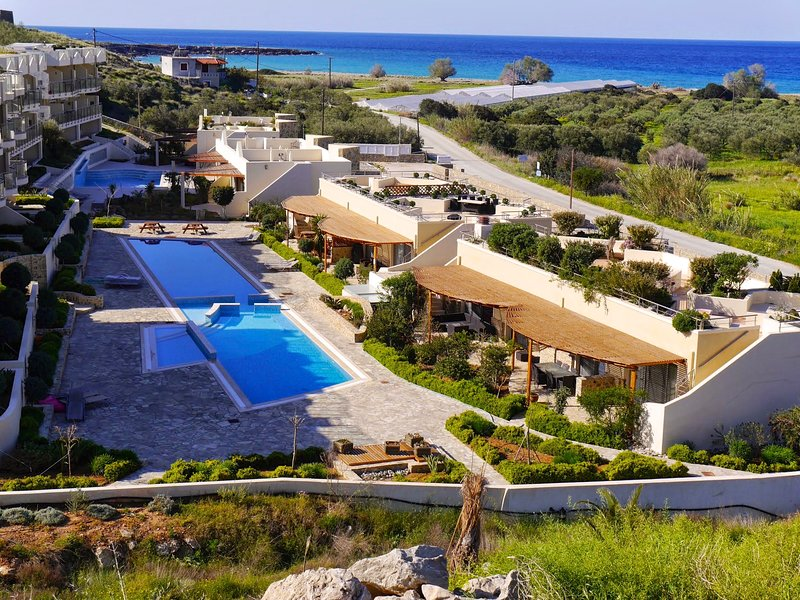 Elegant, Modern  With 2 Shared Swimming Pools, vacation rental in Koutsouras