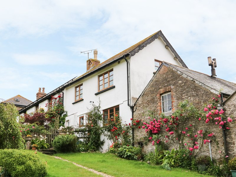 TOM'S HOUSE, cosy coastal cottage, super king-size bed, sea views, walking, alquiler vacacional en Watermouth
