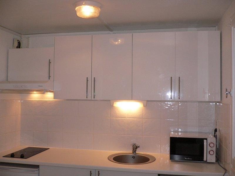 Appartement meublé tout confort, alquiler vacacional en Saint-Martin-de-Boscherville