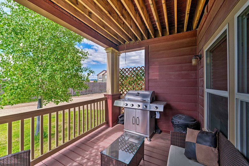 Enjoy a beautiful getaway in an ideal location close to the mountains and more!