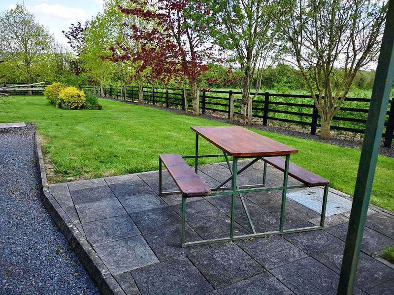King Orchard, peaceful and quiet located in the heart of the country., vacation rental in Ballyragget