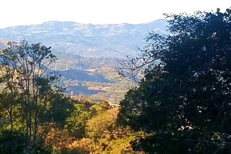 Atenas dans le lointain mais promenade facile à la ville. Prenez un taxi de retour 2.00 car vous aurez des friandises fraîches!
