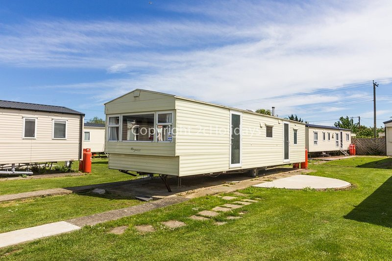 8 berth static caravan for hire at Seawick holiday park in Essex. ref 27609S, holiday rental in Clacton-on-Sea