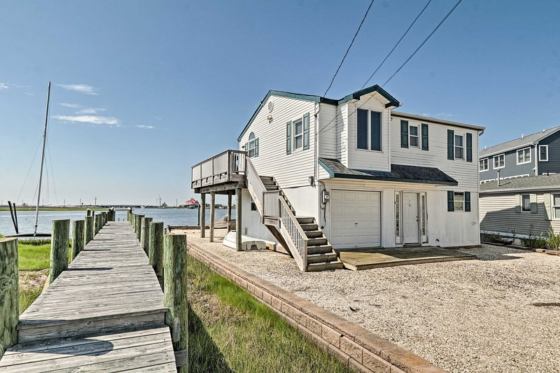 Waterfront Mallard Island Escape: 5 Miles to Beach, vacation rental in Beach Haven West