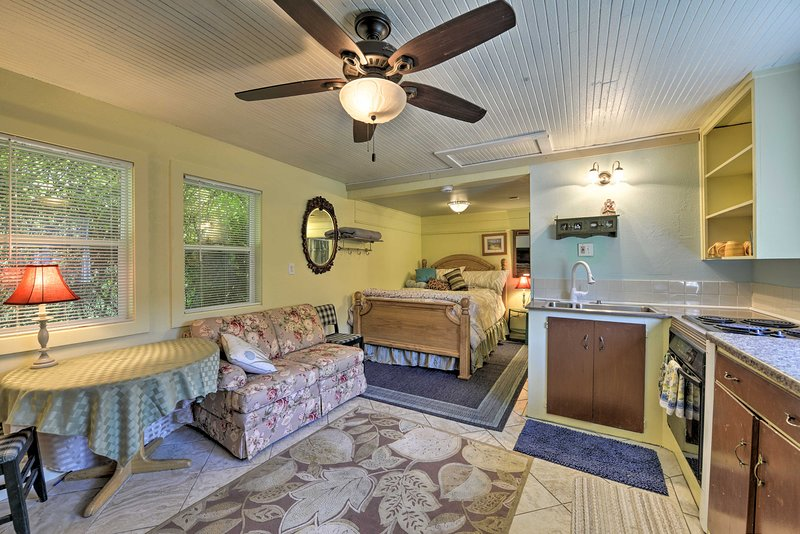 Smith River Studio w/Patio & Beach Access, holiday rental in Fort Dick