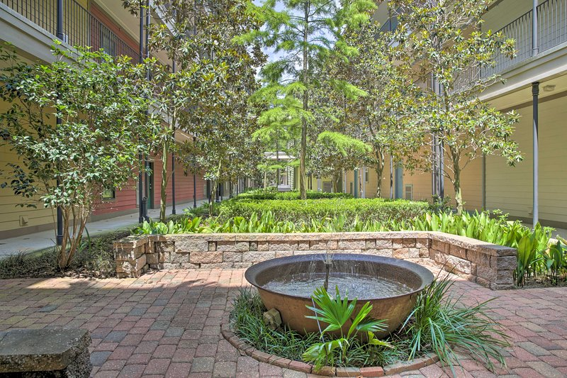 Gated Condo w/ Balcony, ½ Mi to Tiger Stadium, holiday rental in Baton Rouge