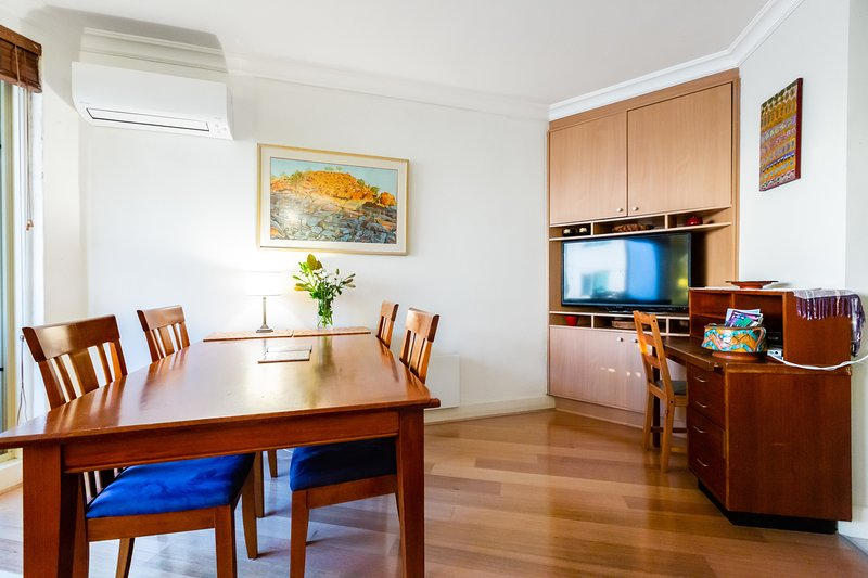 Diana, St Kilda 1BDR with bay views, alquiler vacacional en Elwood