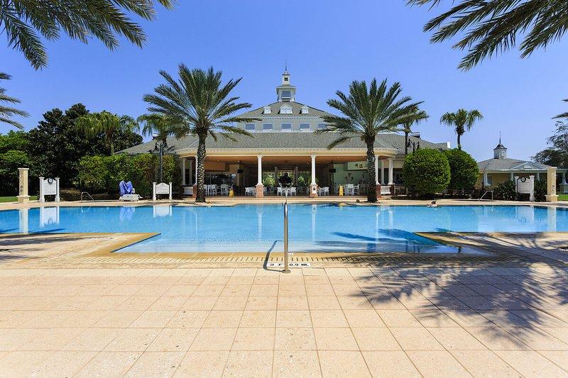 Complejo de piscinas Seven Eagles con piscina infinita climatizada, jacuzzis, gimnasio, sala de juegos y bar en la cabaña