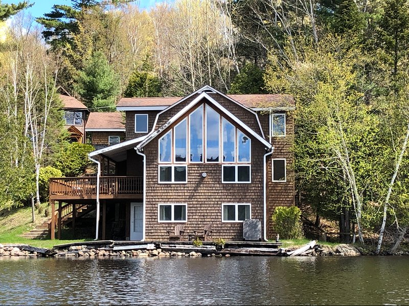 Rare Lakefront Retreat - Adirondacks & Lake Placid, holiday rental in Bloomingdale