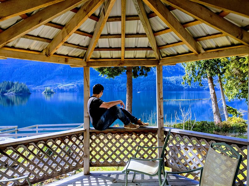 Frigon B&B - Spectacular Port Alice Waterfront location!, location de vacances à Port Alice