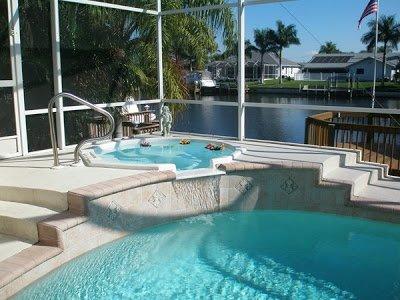 Luxury, 4 Bedroom/3 bath Canal/Pool Home Near Cape Harbor, Sleeps 8, location de vacances à Cape Coral