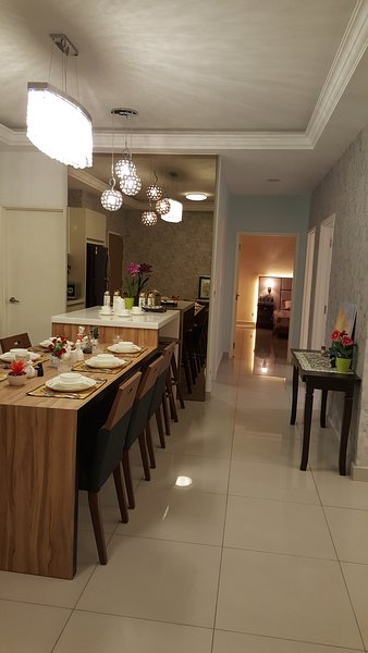 LUXURIOUS NEAR LEGOLAND NEW CLEAN EXQUISITE HIGH FLOOR UNBLOCKED HOMELYFREE WIFI, holiday rental in Gelang Patah