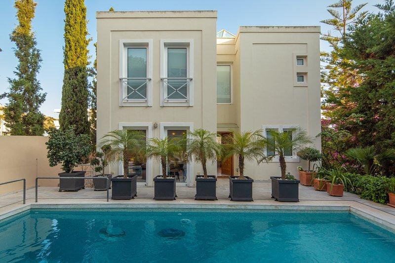 Aura Apartment by K&K, vacation rental in Varkiza