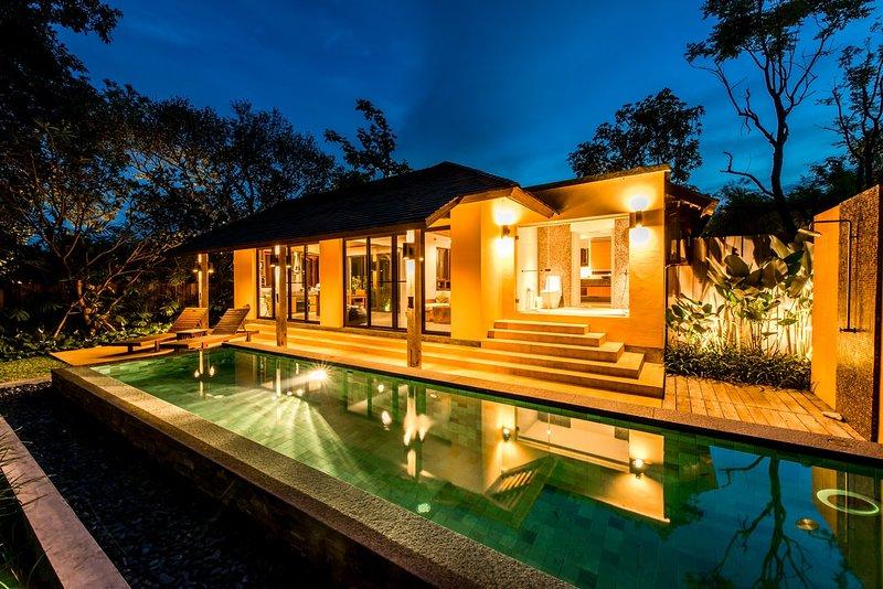 HongLek villa by night with 12 meter private  swimming-pool