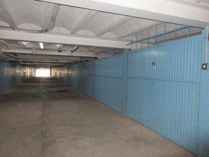 Underground garage measures 230cm wide, 500cm long, 190cm high.