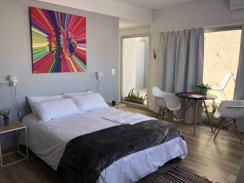 Depto con Terraza enorme cama matrimonial en Nuñez, alquiler de vacaciones en Martinez