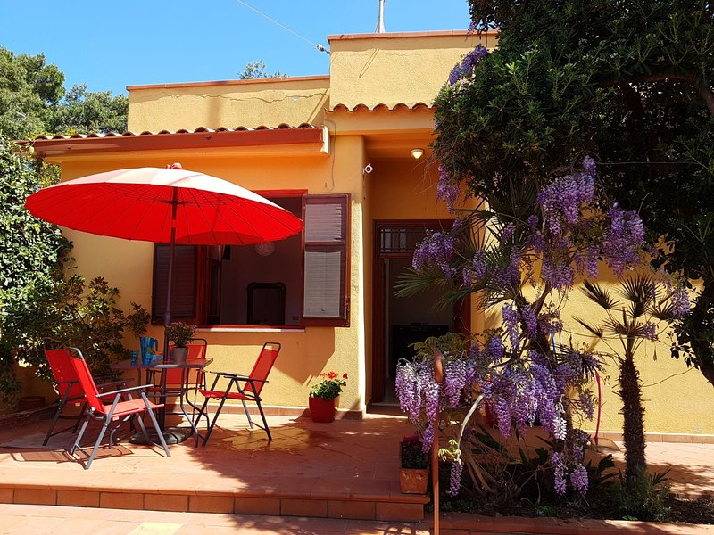 Bagheria Aspra - Mongerbino Spiaggia dei Francesi Arco Azzurro, holiday rental in Ficarazzi