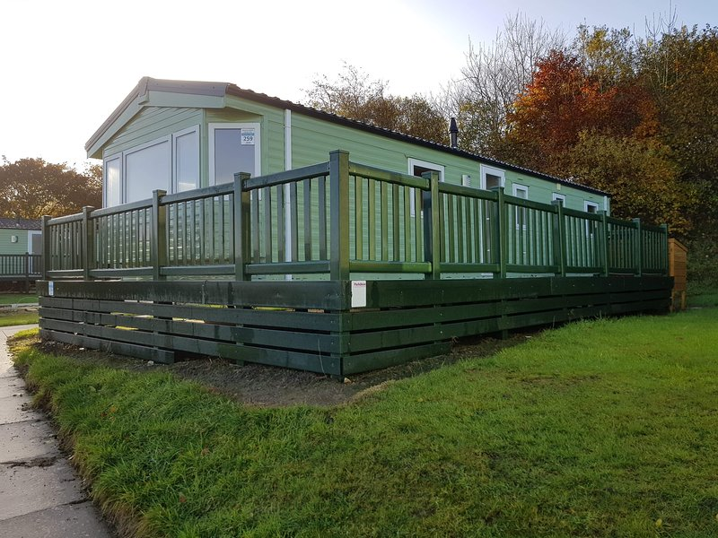 3 Bed 8 Berth Caravan on Parkdean's White Acres Holiday Park, Newquay, TR8 4LW, vacation rental in Newquay