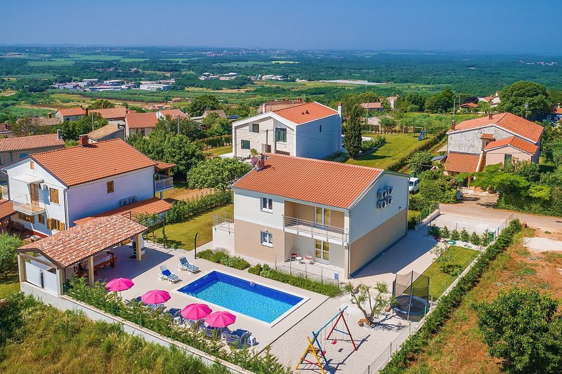Villa Renata near Porec with private pool and barbecue, location de vacances à Baldasi