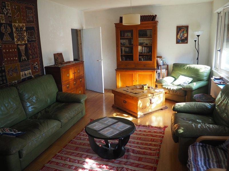 Maison ombragée, 3 chambres, cuisine, salle à manger, proximité centre Pompidou, holiday rental in Longeville-les-Metz
