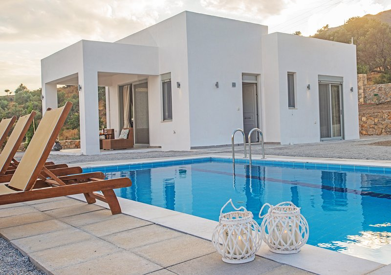 Private pool,Great Views,Free Breakfast Ouranos, location de vacances à Agia Paraskevi